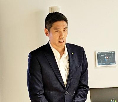 1年以内の解約・返品を受け付けない理由について山田本部長は「ルンバの使い方に慣れてもらうために必要な期間」と説明するが……