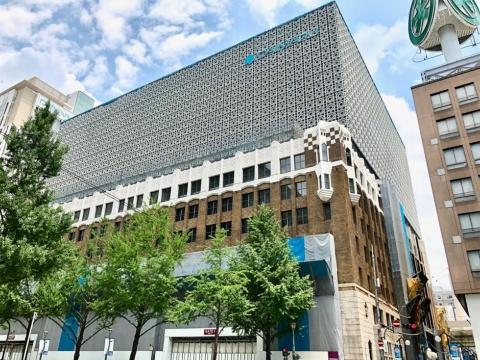 2019年9月20日グランドオープンする大丸心斎橋店本館。外壁は米国出身の建築家ヴォーリズの名建築を最新技術で保存、復元。高層部は外壁と調和するデザインになっている