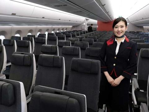 JAL vs ANA 対決の第2幕は国内線の全席シートモニター(画像)