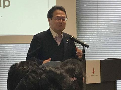 セレモニーに登壇する世耕弘成経済産業大臣