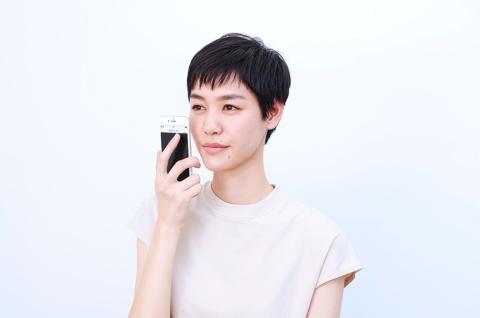スマホカメラで肌を連写して分析に最適な1枚を自動で選び、肌状態を分析