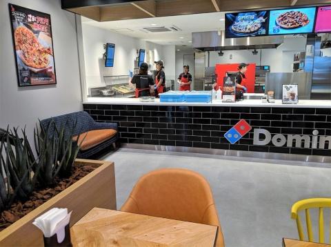 ピザ作りの工程が店内の席から見えるので、バイトテロの心配もない