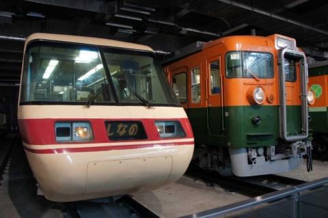 今回、展示車両から外れることになった「クロ381」(左の車両)。惜しくも解体されるが、3Dスキャンなどを行い、デジタルデータ化して保存するという