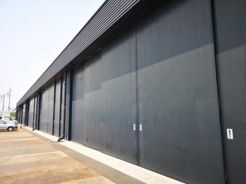 リニア・鉄道館の建物の背面は大きく開口できるようになっており、車両の入れ替えが可能