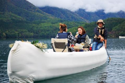 オプションで選べる青木湖の湖上ランチ