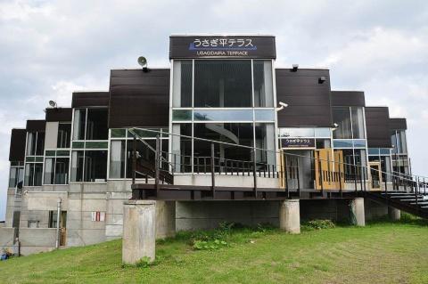 「八方うさぎ平テラス」の外観。施設の有効活用がプロジェクトの発端(写真提供/白馬観光開発)