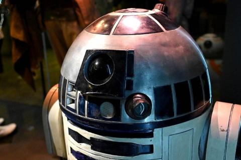 おなじみのR2-D2やC-3POももちろん展示。撮影に使われた本物ならではの質感を感じられる