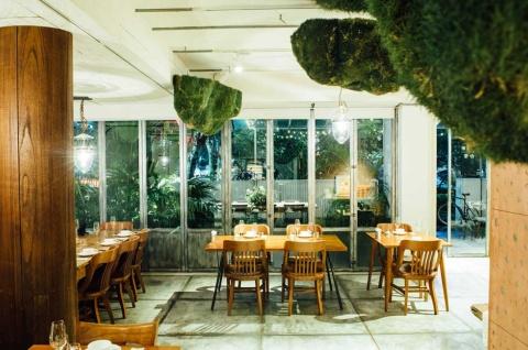 """台北市にある富錦樹台菜香檳の店内。""""洗練された台湾料理をシャンパンと共に楽しめる店""""として14年にオープンした"""