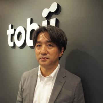 トビー・テクノロジーの蜂巣健一社長。「最近は、技能伝承でもアイトラッキングが使われています」