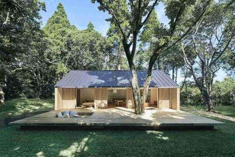 MUJI HOUSE「陽の家」。価格は建築面積や延べ床面積、仕様によって異なる。モデルプランとして紹介しているのは建築面積95.64平方メートル、延べ床面積80.32平方メートルで税別1598万円(標準仕様、土地の価格は含まず)