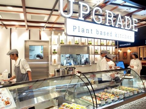 不二製油が展開する初の総菜専門店「アップグレード プラントベースドキッチン」。ミラノ博覧会に出品し、好評を博した豆乳のチーズや大豆ミートを使った創作デリを味わえる