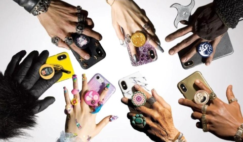 スタイリッシュなスマートフォン用グリップとしてハリウッドセレブや有名モデルにも愛用者が多いポップソケッツ。公式サイトではオリジナルデザインの制作も受け付けている