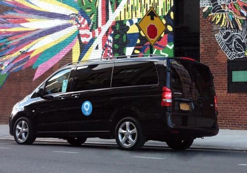 ヴィアは7~8人乗りの小型バンなどを活用し、世界で乗り合いサービスを展開する