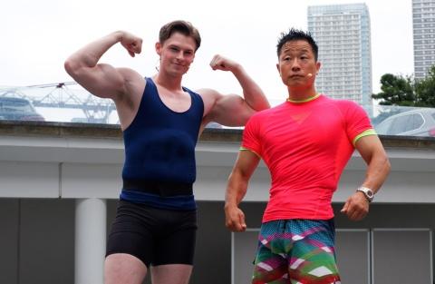 「みんなで筋肉体操」では、ムキムキな筋肉アシスタントたちが淡々と筋トレする様子が話題になった