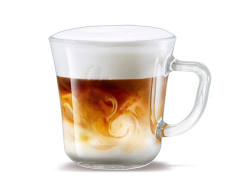 コーヒーとクリーマーを別々にカップに落とすため、きれいな泡の層ができる
