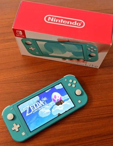 2019年9月20日に任天堂が発売した「Nintendo Switch Lite」(写真/Shutterstock)