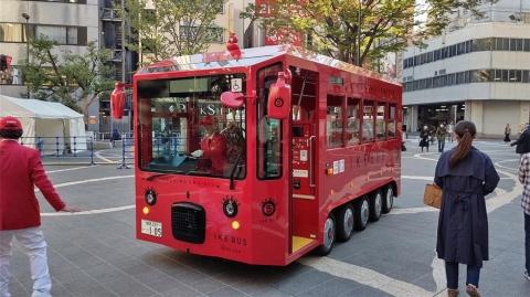 池袋の再開発はイケバスに塗られた「IKEBUKURO RED」がイメージカラーになっている。イケバスはその顔とも言うべき存在
