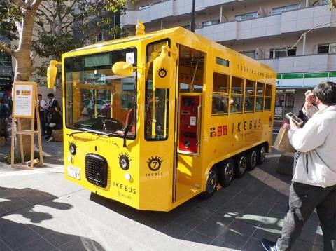 """高野区長が北海道の夕張で着想を得たという全10台のうち1台だけの「黄色いイケバス」。新幹線のドクターイエローのように「見るとラッキー」といった""""希少価値""""が生まれるかも"""