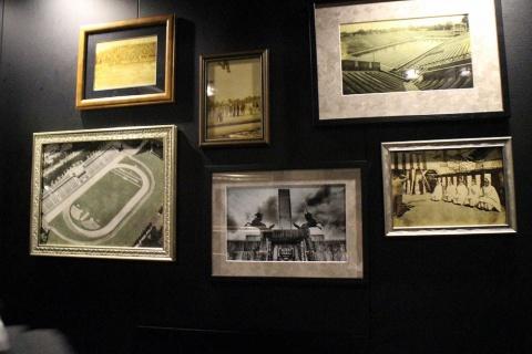 エレベーター内に飾られた、1964年の東京オリンピックなどの思い出写真