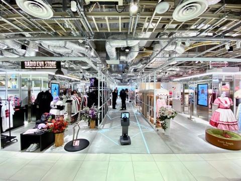 ファッションの売り場にテクノロジーを掛け合わせ、ECとリアルをつなぐショールーミングゾーン「パルコ キューブ」。約130坪のゾーンにレディスを中心とした11ブランドが出店している