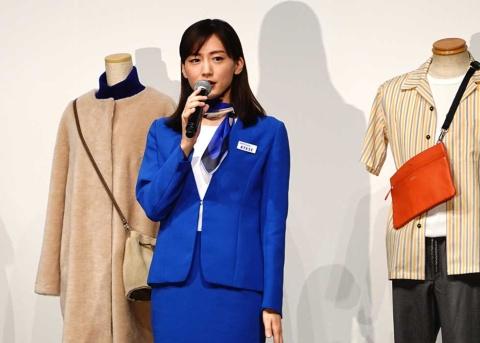 特別CEOとして登場した女優の綾瀬はるかさん。「ANA手ぶら旅行サービスなら荷物が減るし、コーディネートを考えなくていいので楽」とメリットをアピール