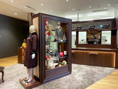 「アトリエ・クチュリエール」では洋服やバッグのオーダーやリメイクを行う