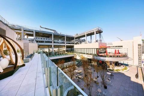 17、18階にはシンガポールのリゾートホテル「マリーナベイ・サンズ」の最上階にあるレストラン「セラヴィ」が入る