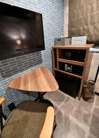 テレビはもちろん、冷蔵庫やセキュリティーボックスも完備