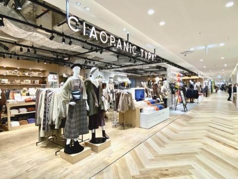 郊外型ショッピングモールを中心に店舗拡大してきた、パルグループの「チャオパニックティピー」。レディース、メンズ、キッズアパレルと雑貨を展開する