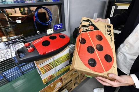 「てんとう虫」の形にまで行き着いたプレーヤー。1974年、日本コロムビア社製。40年以上捨てられずに現存する「箱」もお宝級とのこと