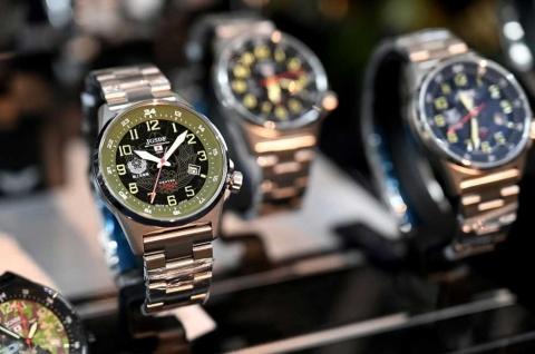 防衛省「陸・海・空」自衛隊が協力して開発された時計。写真は「JSDF -SOLAR-」シリーズ(価格2万4200円・税込み)。手の甲に当たりやすいリュウズは作戦行動時の障害にならないよう4時の位置に配置