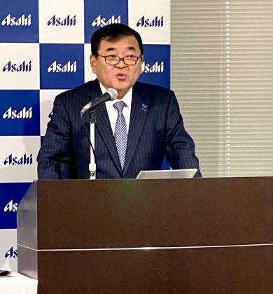 2020年の事業方針を説明するアサヒビールの塩澤賢一社長