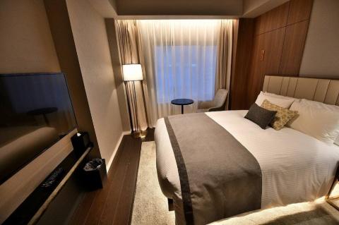 大きなベッドで2人まで宿泊できる「モデレート」