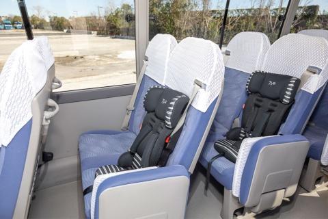 チャイルドシートも用意されており、子連れでの移動にも配慮している