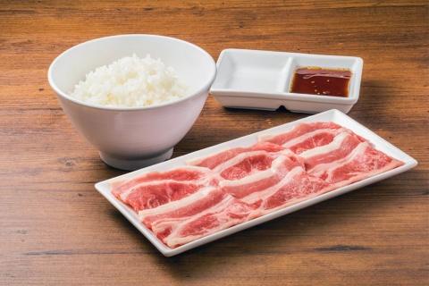 「焼肉ライク 松戸南花島店」では、バラカルビ100gとライスのセットを350円(税抜き)で販売する