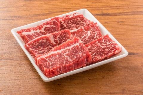 国産牛上カルビは50g、290円から。写真は100g