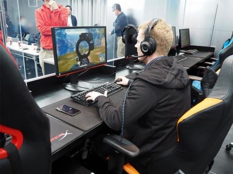 ゲーム好きで知られるレノボ・ジャパンのデビット・ベネット社長は、eスポーツ部でも率先して活動に励んでいるとのこと。この日も同社で唯一、eSports Studio AKIBAから参加。その明るいキャラクターで存在感を発揮し、奮闘していた