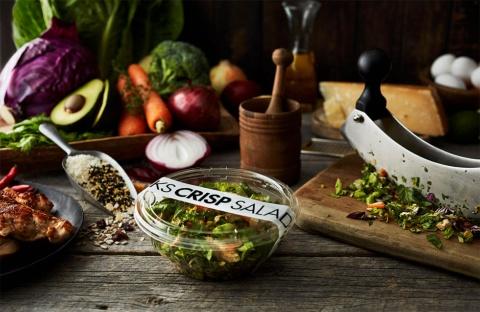「クリスプ・サラダワークス」は14年に1号店を開業。麻布十番、恵比寿、丸の内、六本木ヒルズなどに14店舗を展開している