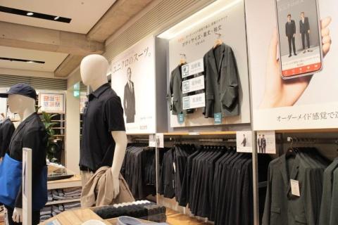 メンズフロアは3階。着丈、袖丈を簡単に選べる「オーダーメード感覚で選ぶ、感動ジャケット」も、試着用サンプルを特別に用意