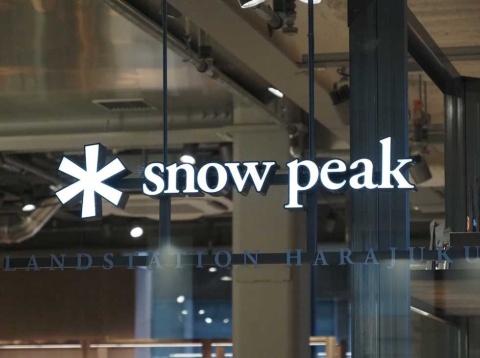 「Snow Peak LAND STATION HARAJUKU」は、JR山手線原宿駅前に開業したばかりのウィズ原宿内にオープン。都市型のアウトドアショップとしてローカルの魅力を発信するスポットを目指す