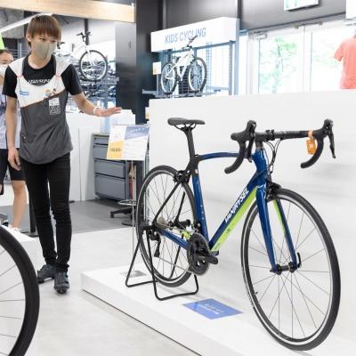 カーボンフレームのロードレース用自転車「CF CN 900」。サイズはXSからXLまでの5種類