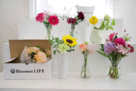 「Bloomee LIFE」は全国の生花店でプロがアレンジしたフラワーアレンジメントが定期的に届くサービス
