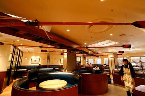 「THE GALLEY SEAFOOD & GRILL by MIKASA KAIKAN」は、玉川高島屋S・Cの南館6階にオープン。ロブスターやステーキなど、豪快なグリル料理を楽しめる
