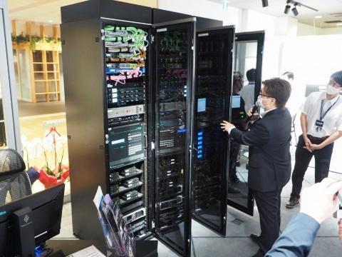通常は表に出ないサーバーなども会場内に設置してあった