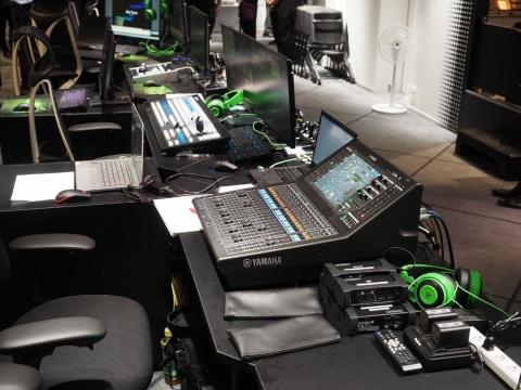 配信用の機材が会場内にずらっと並んでいる「配信エリア」。機材を見学したり、配信のノウハウを体験したりできる