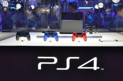 東京ゲームショウ2013で展示された「PlayStation 4」。新ハードが登場する年のTGSは、いつも異様な盛り上がりを見せる