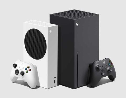 米マイクロソフトのゲーム機「Xbox Series S」(左)と「Xbox Series X」(右)。Xboxシリーズの大幅な刷新は7年ぶり