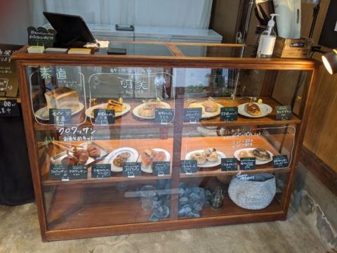 パンフォーユー カジワラでは、北海道から沖縄まで全国35店舗のベーカリーからえりすぐった人気のパンを購入できる