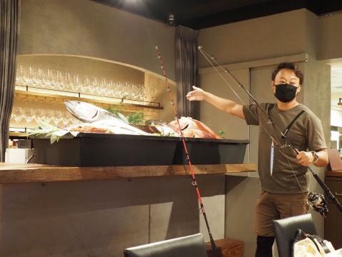 釣り人が自分で釣った魚を持ち込み、調理してもらえる会員制レストラン「リストランテ ペスカトーレ by シェフシェアリング釣り人」。オーナー佐野順平氏は自らが熱狂的な釣り人だ