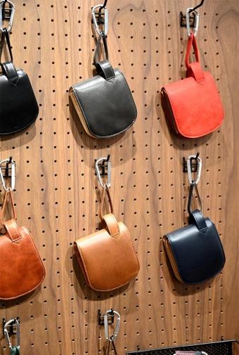 メンズ専門のオリジナル革財布・革小物を扱う「Hawk Feathers」(ホークフェザース)。「財布屋が考える良い財布」がセールスポイント